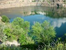 Lago nelle rocce Fotografia Stock Libera da Diritti
