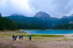Lago nero in parco nazionale Durmitor il giorno piovoso di settembre, Montenegro Immagini Stock Libere da Diritti