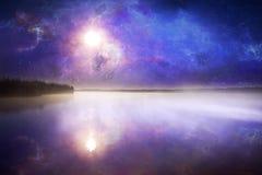 Lago nevoento imagem de stock royalty free