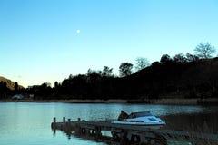 Lago nighttime dos pescadores foto de stock