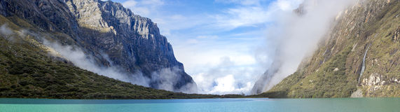 Lago no BLANCA de Cordilheira, Peru Llanganuco foto de stock royalty free