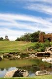 Lago no campo de golfe. Imagens de Stock