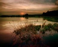 Lago no crepúsculo Fotos de Stock Royalty Free