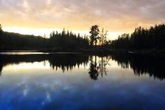 Lago no nascer do sol Imagens de Stock