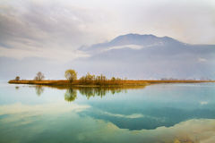 Lago no outono fotos de stock royalty free
