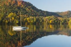 Lago no outono Imagem de Stock Royalty Free