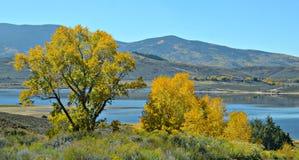 Lago no outono, Colorado Pike imagem de stock