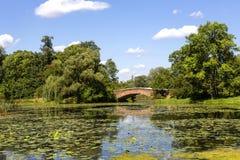 Lago no parque de Wilanow em Varsóvia, Polônia Imagem de Stock Royalty Free