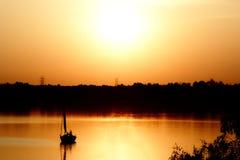 Lago no por do sol Imagens de Stock Royalty Free