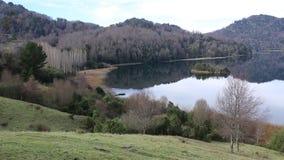 Lago no tempo de inverno, o Chile Calafquen video estoque