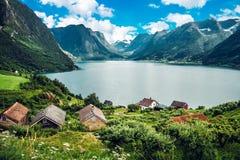 Lago noruego asombroso imagen de archivo