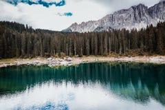 Lago nos cumes Fotos de Stock
