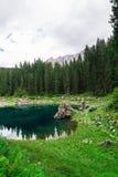 Lago nos cumes Imagem de Stock Royalty Free