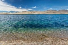 Lago nos Himalayas, Ladakh Tso Moriri, Índia Fotos de Stock