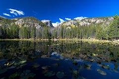 Lago nymph, sosta nazionale della montagna rocciosa fotografia stock