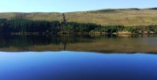 Lago o reservior pintoresco Fotografía de archivo libre de regalías