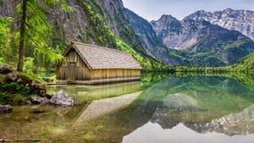 Lago Obersee e piccolo cottage di legno, alpi, Germania Fotografie Stock Libere da Diritti