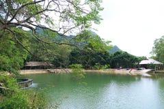 Lago ocultado en parque nacional Foto de archivo libre de regalías