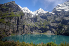 Lago Oeschinensee, alpes de Bernese, Switzerland Imagens de Stock Royalty Free