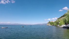 Lago Ohrid da igreja de Jovan Kaneo vídeos de arquivo