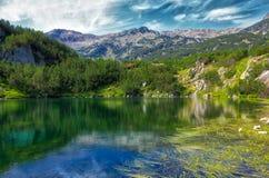 Lago Okoto na montanha de Pirin, Bulgária fotos de stock