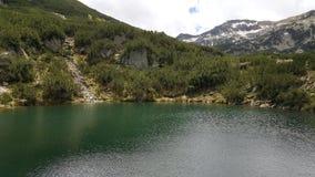 Lago Okoto sulla montagna di Pirin fotografie stock