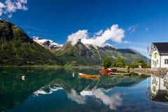 Lago Oppstrynsvatnet en Noruega foto de archivo libre de regalías