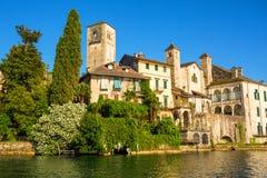 Lago Orta con la isla de San Julio, Italia Foto de archivo libre de regalías
