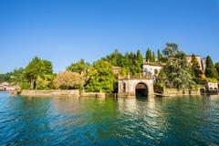 Lago Orta con la isla de San Julio, Italia Fotografía de archivo