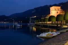 Lago Orta em a noite Fotos de Stock Royalty Free