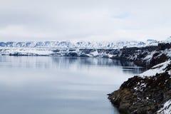 Lago Oskjuvatn a Askja, punto di riferimento centrale dell'Islanda immagini stock libere da diritti