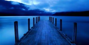 Lago pacifico tranquillo con il molo Fotografia Stock Libera da Diritti