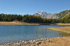 Lago Palu en el otoño - paisaje de Valmalenco, Valtelina, Italia foto de archivo libre de regalías