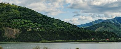 Lago Pangarati en Cárpatos, Rumania Imagen de archivo