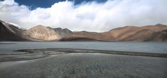 Lago Pangong in Himalaya immagini stock libere da diritti