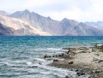 Lago Pangong o TSO di Pangong, Ladakh, India immagine stock