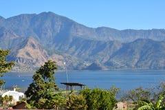 Lago panorámico Guatemala Atitlan de los paisajes imágenes de archivo libres de regalías