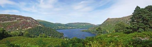 Lago, panorama de la montaña Fotos de archivo libres de regalías
