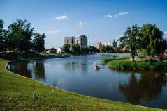 Lago in parco urbano Fotografia Stock Libera da Diritti