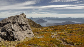 Lago Pedder e il Fankland Ranges.JPG fotografia stock libera da diritti