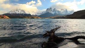 Lago Pehoe en el amanecer Torres del Paine, Chile metrajes