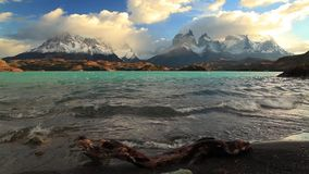 Lago Pehoe no alvorecer Torres del Paine, o Chile video estoque