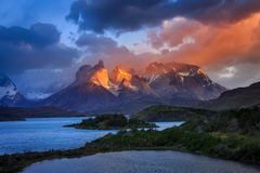Lago Pehoe, parco nazionale Torres del Paine dentro immagini stock libere da diritti