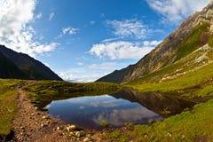 Lago pequeno da montanha Fotografia de Stock Royalty Free