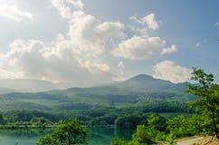 Lago pequeno em montanhas de Crimeia, Alushta da montanha Imagens de Stock