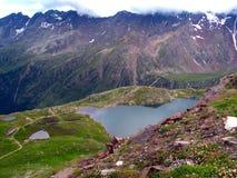 Lago pequeno nas montanhas Foto de Stock Royalty Free