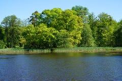 lago pequeno perto do castelo de Radun imagens de stock royalty free