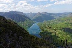 Lago Perucac, punto di vista Banjska Stena, montagna Cesalpina, Serbia occidentale Fotografia Stock