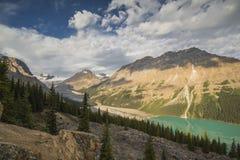 Lago Peyto en el parque nacional de Banff, Canadá Foto de archivo