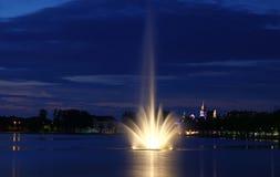 Lago Pfaffenteich en la ciudad de Schwerin, Alemania foto de archivo